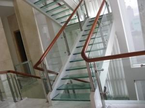 Giới thiệu cầu thang kính