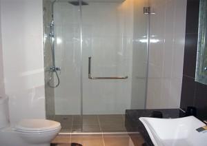 Phòng tắm kính thẳng