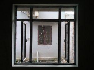 Cửa sổ mở quay Nhôm xingfa mẫu 5